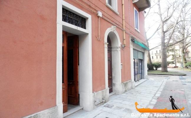 Apartamento por dias en venecia con jard n apartamentos for Jardines venecia