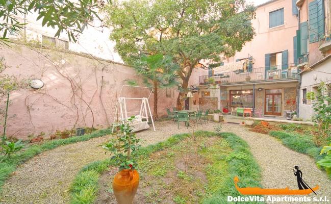 Apartamento en venecia con jard n por 4 apartamentos en for Jardines venecia