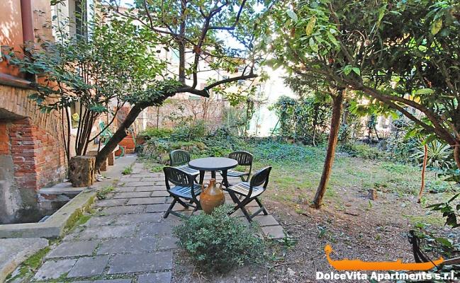 Apartamento en venecia con jard n por 4 personas for Jardines venecia