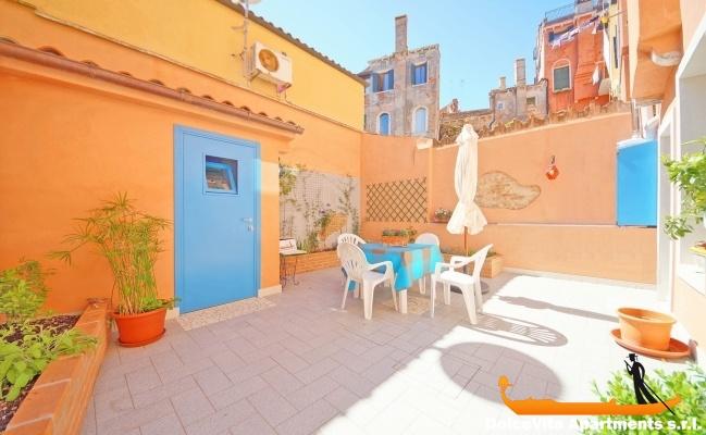 Apartamento para vacaciones en venecia con jard n for Jardines venecia