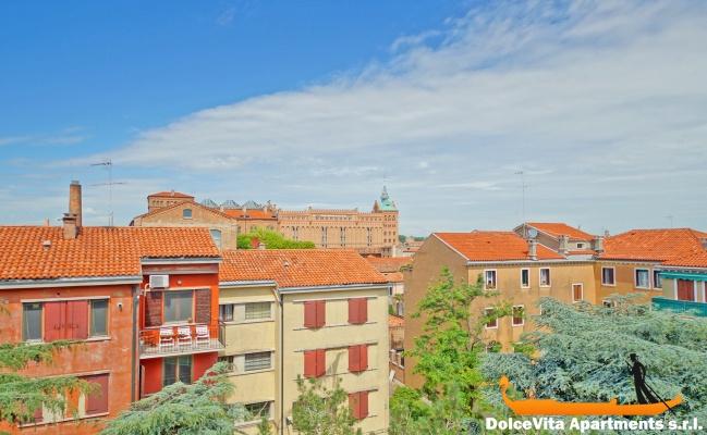 Precioso apartamento de lujo en venecia con vista canal for Hoteles de lujo en venecia