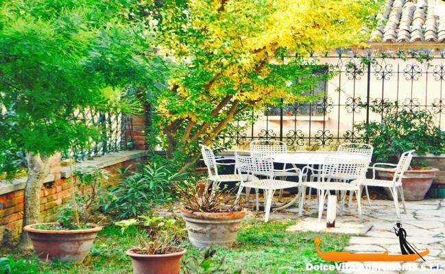 Apartamento en venecia con jard n giudecca apartamentos for Jardines venecia